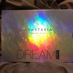 BNIB Anastasia Beverly Hills DREAM Glow Kit